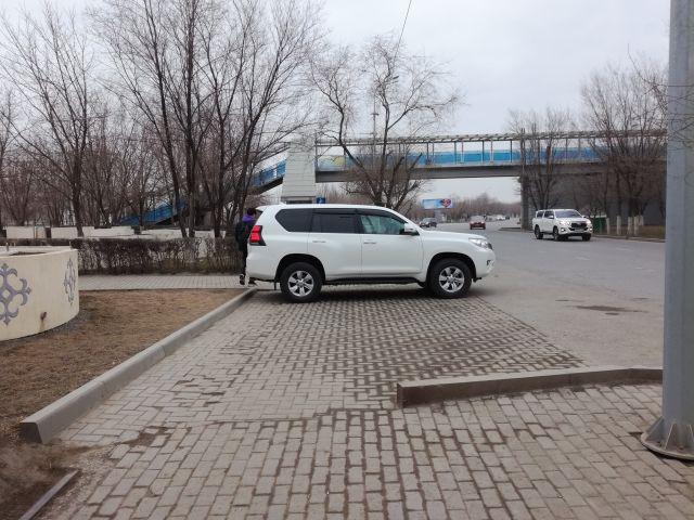 Стоянка на пешеходке