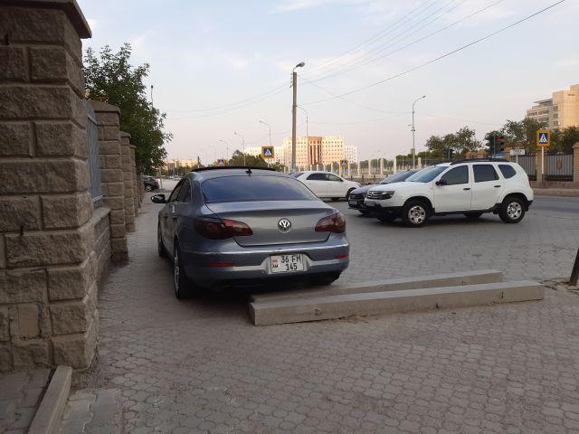 Это тротуар или парковка?
